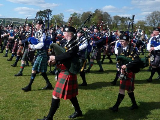 Binn support pipe band